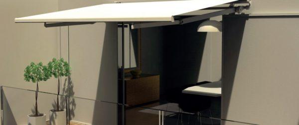 Tenda a bracci modello Madrid della MV Living con tessuto tempotest bianco